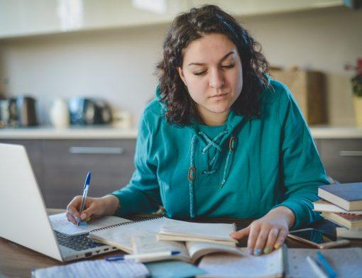 Descubra agora como passar em Medicina estudando sozinho